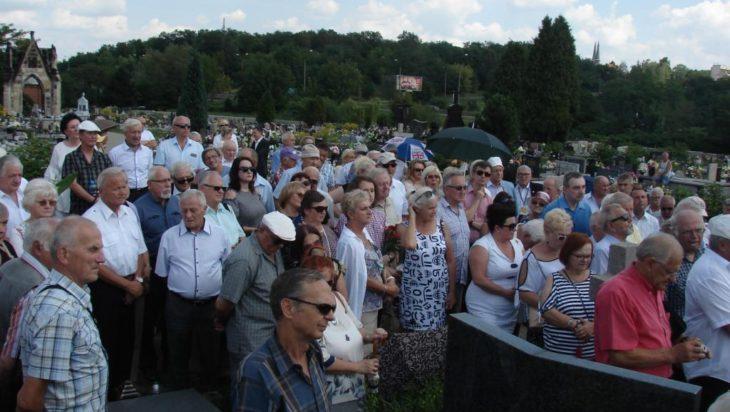 Cmentarz w Sosnowcu – Środuli. 28 lipca przybyło tu sporo ludzi