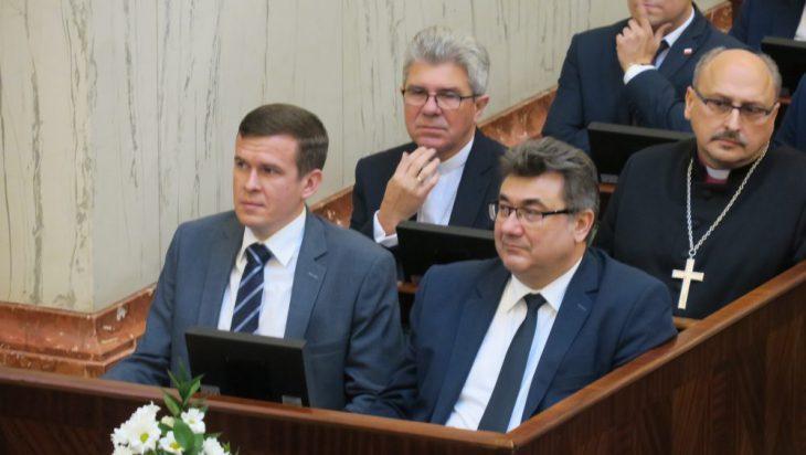 Pierwszy z prawej szef PiS w województwie śląskim Grzegorz Tobiszowski. Lepiej rozegrał tę partię politycznych szachów niż opozycja.