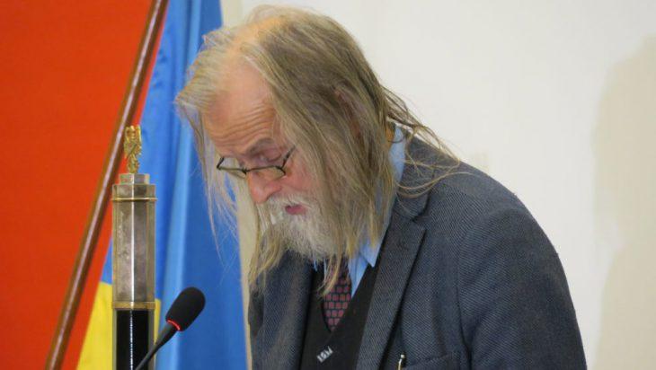 profesor Tadeusz Sławek, radny senior.