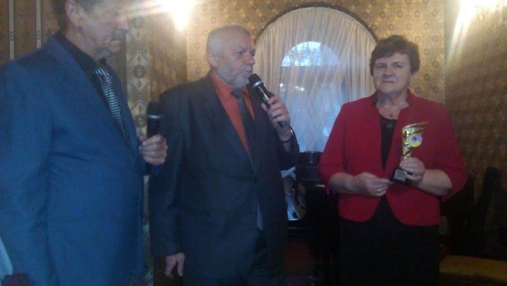 W środku Jan Garncarz, szef abstynentów województwa śląskiego, od lewej prezes Szafrana Wojciech Mietła.
