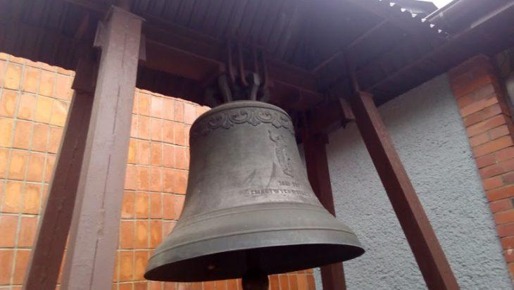Dzwon na cmentarzu w Michałkowicach.