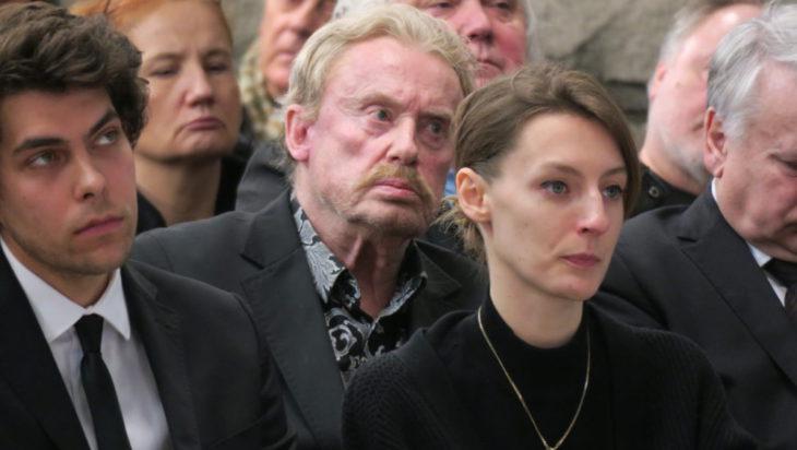 Zamyślona twarz Daniela Olbrychskiego.