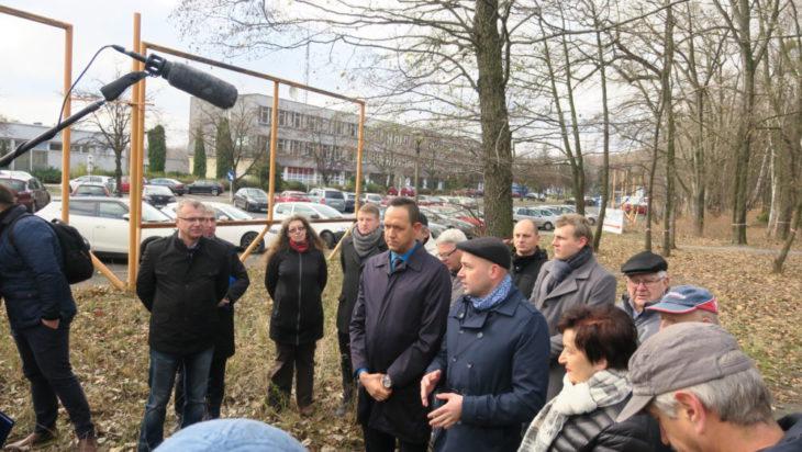 Obrońcy Parku Śląskiego podczas wizyty ekipy TVP Katowice (16 listopada).