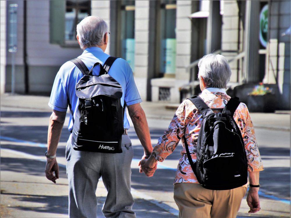 Seniorzy na ulicy