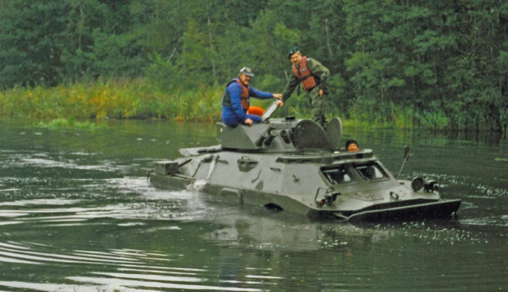 rosomak transporter w wodzie